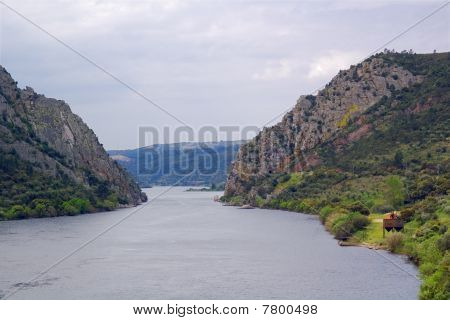 Tagus river at Portas do Ródão