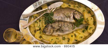 Orata pescado y patatas