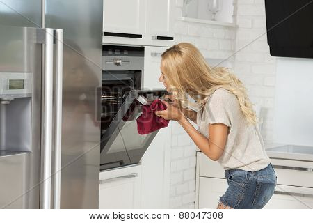 Commercial Girl Looking Food In Oven