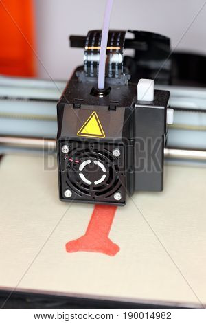 3d printer is working on a new model