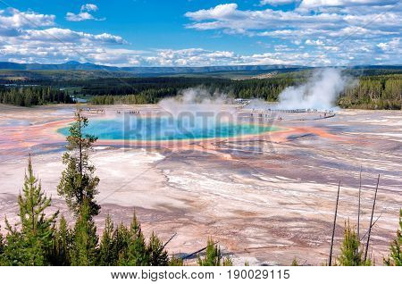 Grand Prismatic Spring in Yellowstone, Wyoming, USA.