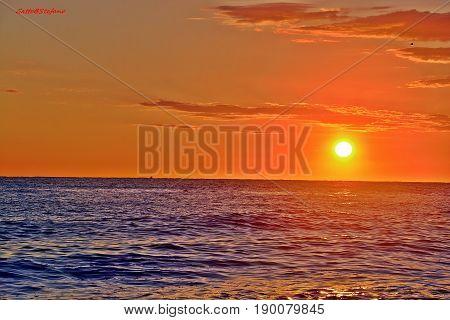 il sole risplende sul mare di Fano