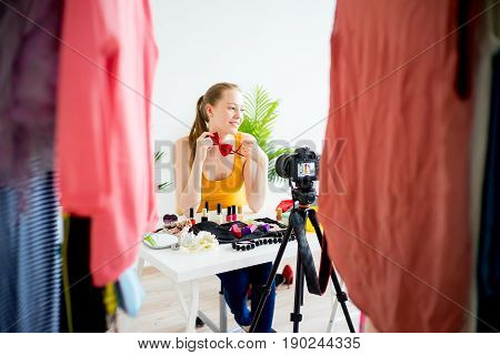Fashion and beauty blogger making video about accesories