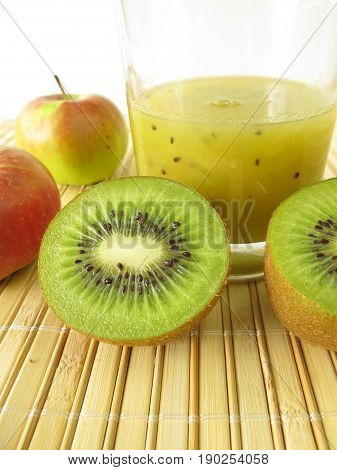 Green smoothie with kiwifruit and apple in glass