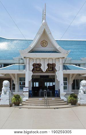 temple Udon Thani lion entrance blue sky wat