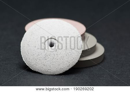 Disc for polishing dentures used by dental technicians