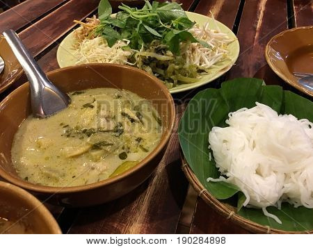 (kanom Jeen) Noodles And Chicken Curry, Sweet And Sour Shrimp Sauce Recipes And Fish Curry Sauce And