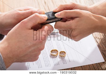 Couple's Fighting For Car While Signing Divorce Agreement With Gold Wedding Rings
