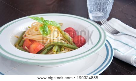 Spaghetti with fresh green beans and cherry tomatoes