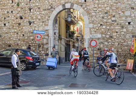 Cyclists get some information from a local waiter at Porta Catania - Taormina Sicily Italy, 22 October 2011