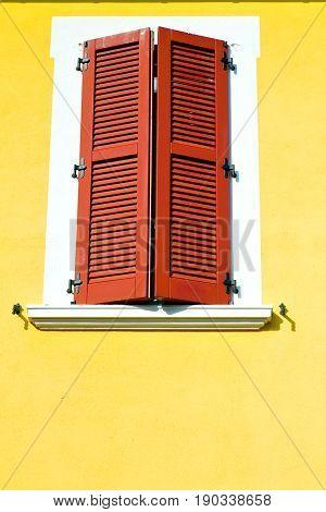 Red Window  Varano Borghi Palaces