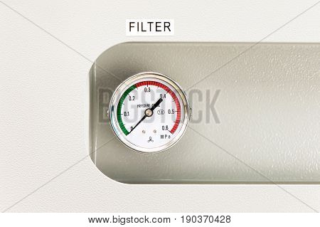 Industrial circle thermometer/manometer with temperature gauge. Arrow on zero. Indoors close-up.