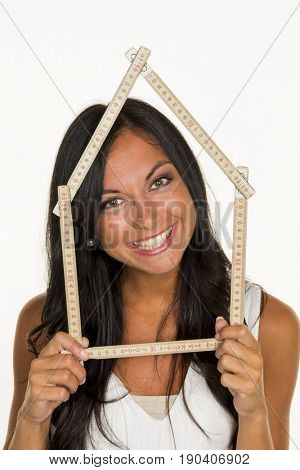 young woman wants to build a house