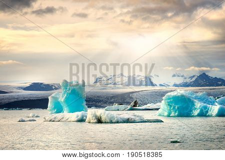 picture of icelandic glacier and glacier lagoon at sunset