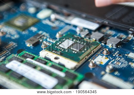 Replacement of thermal paste of the processor and video card