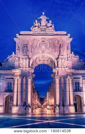 Lisbon, Portugal: the Triumphal Rua Augusta Arch, Arco Triunfal da Rua Augusta at sunrise