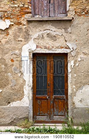 Brown Door  Europe  Italy  Lombardy Grass      The Milano Old