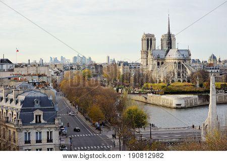 Scenic View Of Notre-dame De Paris With Saint-louis And Cite Islands