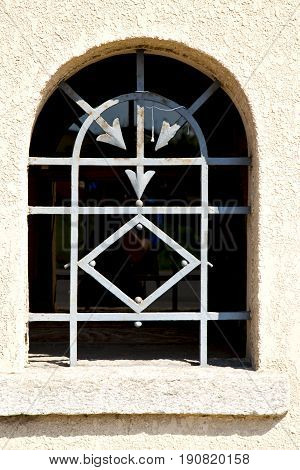 Shutter Europe  Italy  Lombardy         The Milano Old   Window Arrow