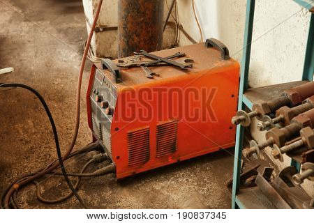Automatic welding apparatus for metalworking in shop