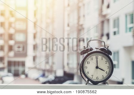 4 O'clock Retro Clock With The Clock Condominium Background.