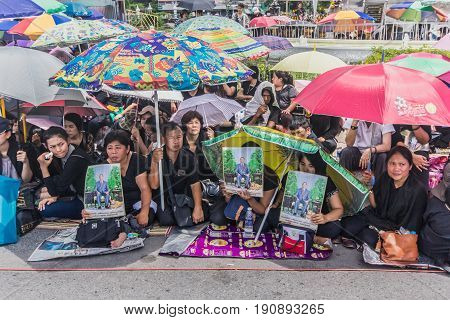 Bangkok,thailand-october 14,2016:thai People Waiting Sadly For Respect Body Of Thai King Bhumibol Ad