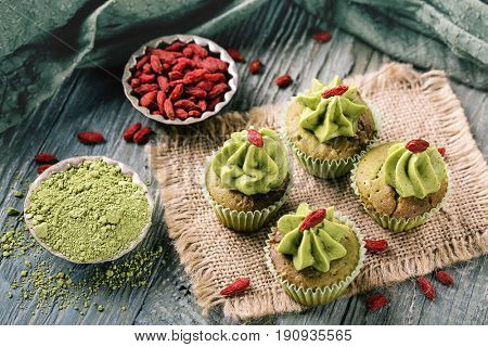 Little matcha cup cakes with goji berry
