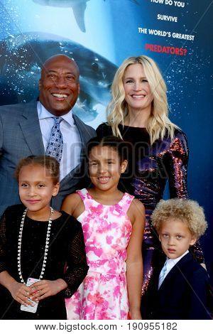 LOS ANGELES - JUN 12:  Byron Allen, Jennifer Lucas, Olivia Allen, Chloe Allen, Lucas Allen at the