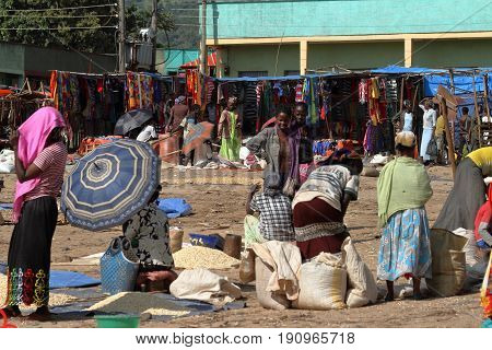 People at the African Market of Moyale in Ethiopia, 17. October 2012