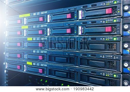 Online server technology in data center room