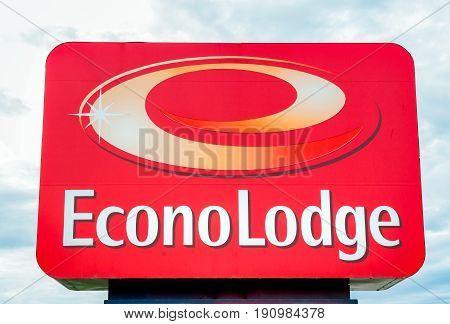 Econo Lodge Exterior Sign And Logo