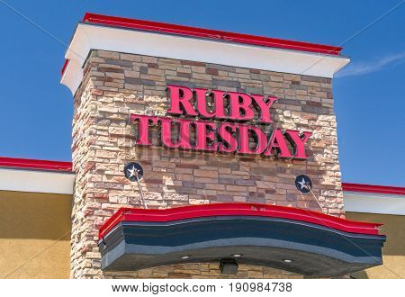 Ruby Tuesday Restaurant Exterior And Sign