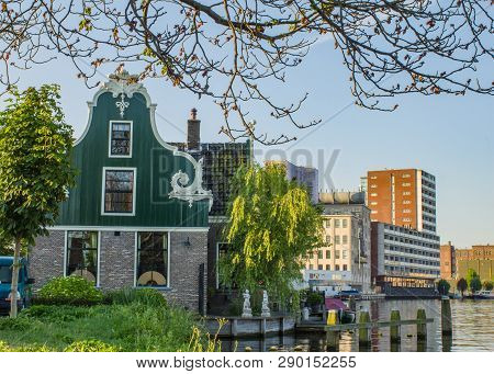 Typical  Zaanse Houses In Zaandam - Amsterdam Area, Province North Holland.