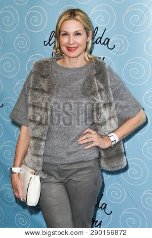 NEW YORK-APR 14: Actress Kelly Rutherford attends the Broadway opening night for 'It Shoulda Been You' at Brooks Atkinson Theatre on April 14, 2015 in New York City.