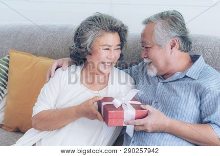 Happy Love Elderly Couple Smiling Happy To Receive Surprise Gifts, Senior Couple Old Man And Senior