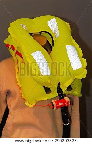Florescent Yellow Life Jacket Inflatable Safety Vest