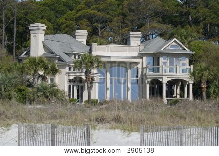 Large Famuly Home On Beach