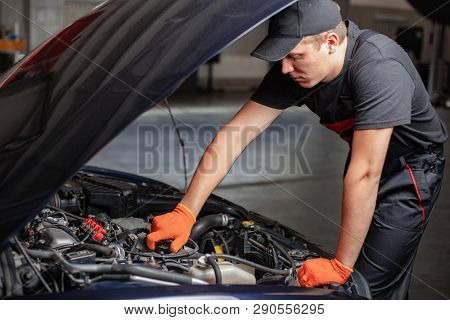 Mechanic Is Opening A Oil Cap. Change The Oil.
