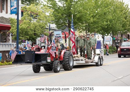 Frankenmuth, Michigan, Usa - June 10, 2018 Men And A Woman Dress Up As World War Two Service Men Ree