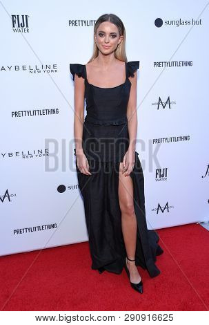 LOS ANGELES - MAR 17:  Kaitlynn Carter Jenner arrives for the The Daily Front Row 5th Annual Fashion LA Awards on March 17, 2019 in Beverly Hills, CA