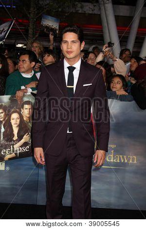 LOS ANGELES - NOV 12:  J.D. Pardo arrive to the 'The Twilight Saga: Breaking Dawn - Part 2