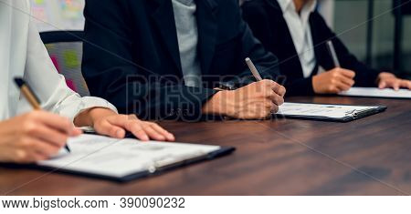 Business People Fill Resume Application Information On The Desk, Presents The Ability For The Compan