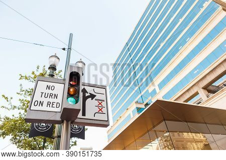 Portland, Or, Usa - June 27, 2018: Close Up Of A No Turn On Red Sign With Semaphore And Scheme On Th