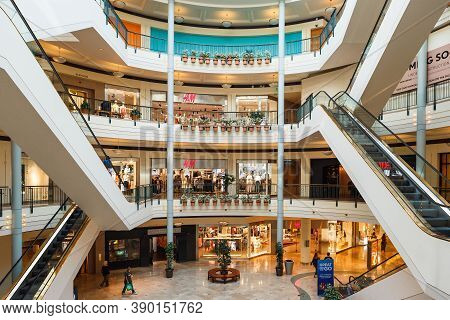 Portland, Oregon, Usa - April 27, 2018 : The View Of Pioneer Place, Shopping Mall, In Downtown Portl