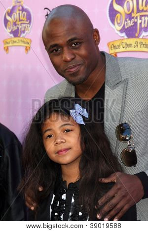 LOS ANGELES - NOV 10:  Wayne Brady, daughter arrives at the