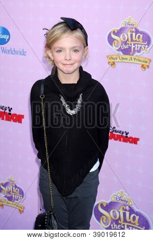 LOS ANGELES - NOV 10:  Elsie Fisher arrives at the