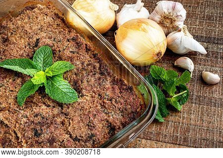 Roasted Kibe In The Glass Bowl With Mint, Garlic And Onion. Brazilian Snack (kibe De Forno)