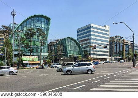 Seoul, South Korea - April 29, 2017: Seoul Modern Buildings And Busy Traffic. The Urban Building Of