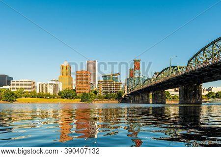 Portland, Oregon, USA skyline on the Willamette River.
