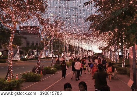 Taipei, Taiwan - December 5, 2018: People Visit Christmas Decorations In Banqiao District Of Taipei.